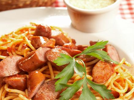 Espaguete com Molho de Linguiça e Manjericão